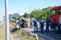 Otomobil Bariyerlere Saplandı Açıklaması 1 Yaralı