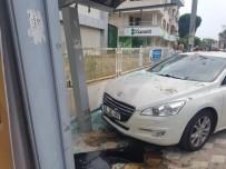 Otomobil Durağa Daldı Açıklaması 1 Ağır Yaralı