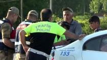 UZMAN ERBAŞ - Tokat'ta Otomobille Kamyonet Çarpıştı Açıklaması 5 Yaralı