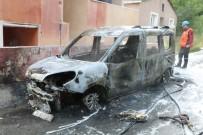 TİCARİ ARAÇ - Ümraniye'de Otomobil Alev Alev Yandı; Mahallede Büyük Panik Yaşandı