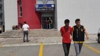 SELAHATTIN EYYUBI - Bebek Arabası Ve Ayakkabı Çalan Hırsızlar Önce Kameralara Sonra Polise Yakalandı