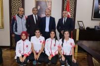 Dünya 3'Üncüsü Gelen Sporcular Altınla Ödüllendirdi