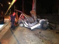 TİCARİ ARAÇ - Kontrolden Çıkan Araç İki Bisiklet Sürücüsüne Çarptı Açıklaması 1 Ölü, 2 Yaralı