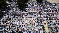 KONTROL NOKTASI - Mescid-İ Aksa'da 200 Bin Kişi Cuma Namazı Kıldı