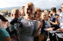 HAVAYOLU ŞİRKETİ - Büyük Gövdeli Uçakla Gelen 224 Rus Turist Çiçeklerle Karşılandı
