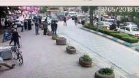 POLİS EKİPLERİ - Cadde Üzerinde Çıkan Kavga Güvenlik Kamerasına Yansıdı