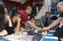 SATRANÇ TURNUVASI - Düzce'de Binin Üzerinde Katılım İle Satranç Turnuvası Başladı
