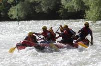RAFTİNG HEYECANI - Günün Rafting Yarışını Vali Sonel Tamamladı