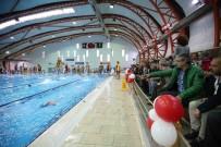 ÖZEL DERS - Karşıyaka'nın Yüzme Havuzu Çok Sevildi