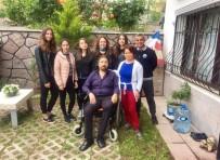 AKÜLÜ SANDALYE - Liseli Öğrenciler, Engelli Vatandaşın Yürüyen Ayakları Oldu