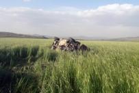 DİREKSİYON - Otomobil Tarla Uçtu, Baba Ve Oğlu Ağır Yaralandı