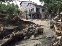 FELAKET - Sel Suları Köyü Savaş Alanına Çevirdi
