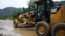 TOPRAK KAYMASI - Tosya-Kastamonu Yolu Heyelan Ve Selden Araç Trafiğine Kapandı