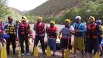 MUNZUR ÇAYı - Vali Sonel Munzur Çayı'nda Rafting Heyecanı Yaşadı