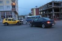 Ardahan'da Ticari Taksi İle Otomobil Çarpıştı Açıklaması 5 Yaralı