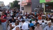 ADANA VALİSİ - Bakan Sarıeroğlu Adana'da Vatandaşlarla İftar Yaptı