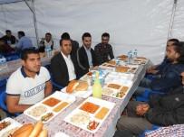 İFTAR ÇADIRI - Başkan Bedirhanoğlu, İftar Çadırında Vatandaşlarla Birlikte Orucunu Açtı