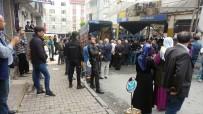 GAZİ MAHALLESİ - Gazi Mahallesinde Pazarcıların Kavgası Kanlı Bitti