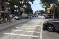 POLİS EKİPLERİ - Kaldırıma Park Eden Araçlar Nedeniyle Yoldan Yürüyen Vatandaşa Minibüs Çarptı