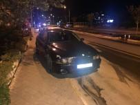 DİKKATSİZLİK - Kuşadası'nda Bisiklet İle Otomobil Çarpıştı; 1 Yaralı