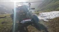 AMBULANS HELİKOPTER - Cansız Bedenini Dağcı Arkadaşları Helikoptere Böyle Taşımış
