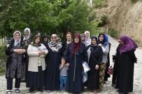 GÜMÜŞHANE ÜNIVERSITESI - Gümüşhane'de Kadınların Yol İsyanı