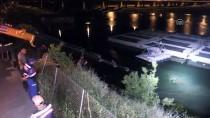 CEYHAN NEHRİ - Otomobil nehre uçtu
