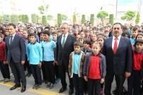 MUSTAFA GÜLER - Kaymakam Güler Ve Başkan Köşker Bayrak Törenine Katıldı