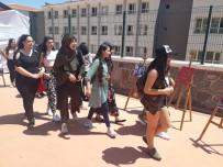 MANKENLER - Lise Öğrencilerinden 'İzmirli Sanatçılar Sokağı'