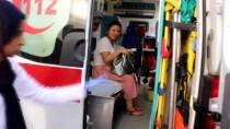 BARAJ KAPAKLARI - Nehre Düşen Araçtaki Kadını Babası Kurtardı