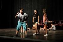 BEDEN DILI - Tiyatronun Yıldızları Karşıyaka'da Yetişiyor