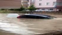 Başkent'in Birçok İlçesini Sel Vurdu