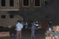 İTFAİYE MÜDÜRÜ - Ecza Deposunda Çıkan Yangında Ekipler Zamanla Yarıştı