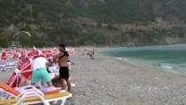 ÖLÜDENİZ - Fethiye'de Tatilciler Yağmura Denizde Yakalandı
