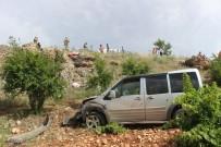 MEHMET ARSLAN - Hafif Ticari Araç İki Kardeşe Mezar Oldu
