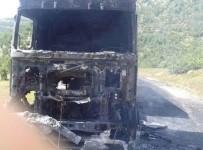 Teröristler Kamyon Yakıp, Sürücüsünü Kaçırdı