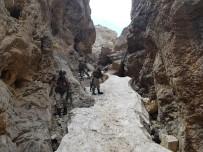 PKK TERÖR ÖRGÜTÜ - Teröristlerin barınma alanlarına yönelik operasyon