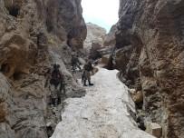 TIBBİ MALZEME - Van'da Teröristlerin Barınma Alanlarına Yönelik Operasyon