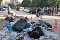 Belediye Şehrin Göbeğine Bir Kamyon Çöp Döktü
