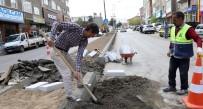KIŞ MEVSİMİ - Büyükşehir Orta Refüjleri Beton Bordürlerle Yeniliyor