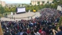 ADİLE NAŞİT - Kocaeli'de Yüzlerce Üniversiteli Açık Hava Film Gösteriminde Buluştu