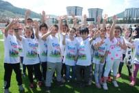 CENTİLMENLİK - Şenlikte Yarışan Çocuklar Büyüklerine Centilmenlik Dersi Verdi