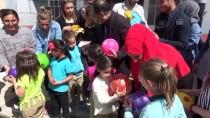 KıZıLCA - Üniversitelilerden Köy Çocuklarına Oyuncak Ve Kitap