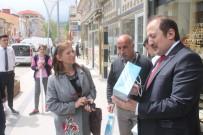 Vali Sokak Sokak Gezip Kitap Dağıttı