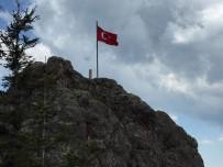 Yıpranan Türk Bayrağı Yenilendi