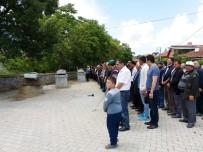 EMEKLİ POLİS - Aile İçi Şiddet Kurbanı 3 Kişilik Aile Toprağa Verildi