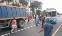 MOLDOVA - Alanya'da Halk Otobüsüyle Hafriyat Kamyonu Çarpıştı Açıklaması 1'İ Yabancı Uyruklu 15 Yaralı