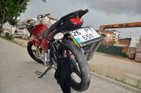Genç Kızın Montu Motosikletin Tekerlerine Dolandı, Ağır Yaralandı