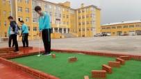 GOLF SAHASI - Öğrencilerin Dikkat Becerisi İçin Mini Golf Sahası