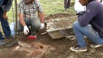 VAN YÜZÜNCÜ YıL ÜNIVERSITESI - Selçuklu Meydan Mezarlığı'nda Kazı Ve Restorasyon Çalışmaları